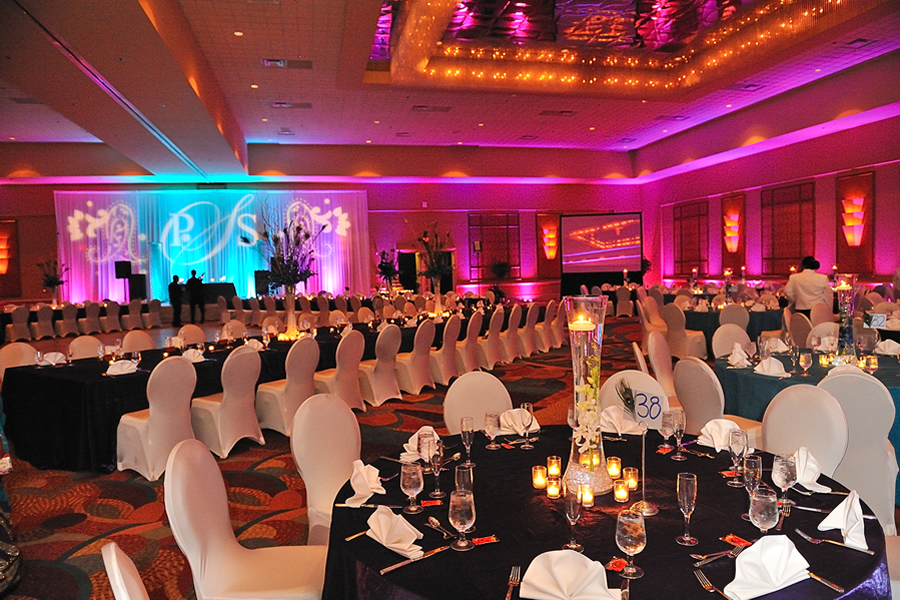 Rosen Centre wedding reception table set up and spotlights