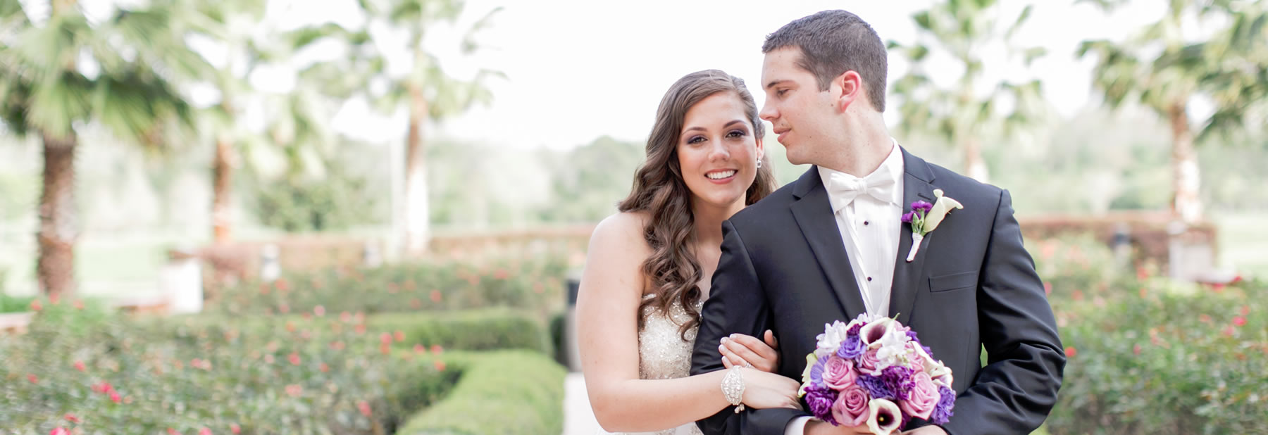 Newlyweds outside at Rosen Shingle Creek