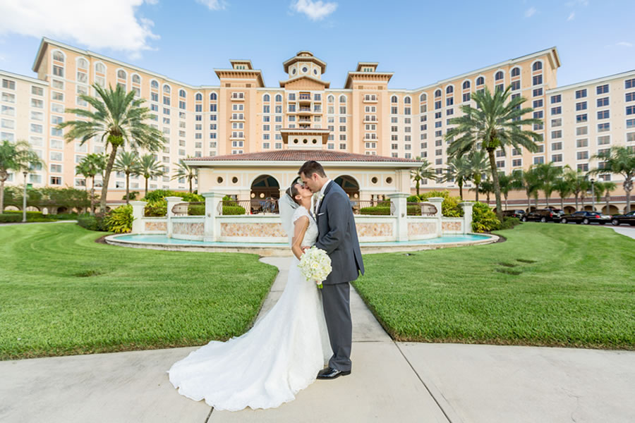Newlyweds kissing outside of Rosen Shingle Creek